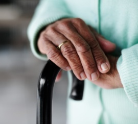 elderly_hands_cane